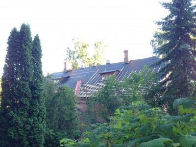 Här ser ni en bild på taket med rändalen bytt och hela taket med papp samt lite läktning.